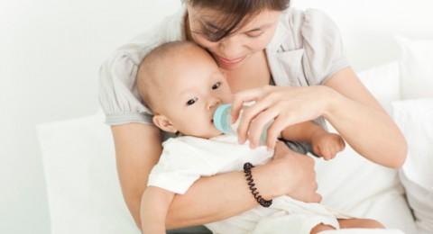 متى يشرب طفلك الرضيع الماء؟