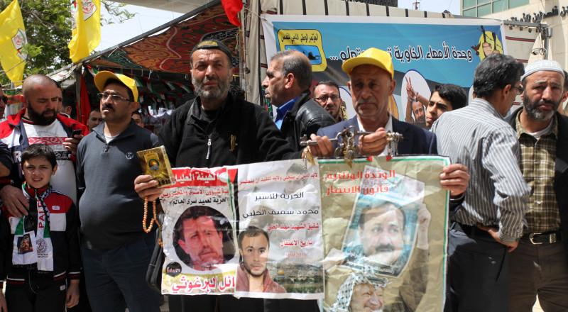 أسرى محررون في الخارج يطلقون حملة لمناصرة الأسرى المضربين عن الطعام
