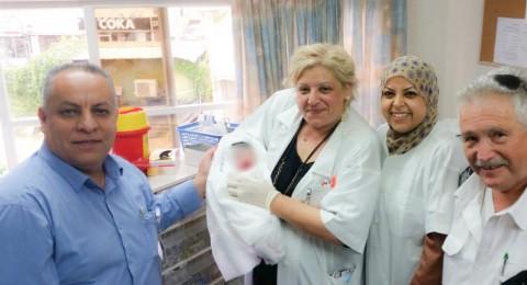 سيدة توّلد طفلها في عيادة كلاليت في باقة الغربية