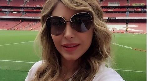 يارا تتابع مبارة ليفربول وأرسنال في لندن