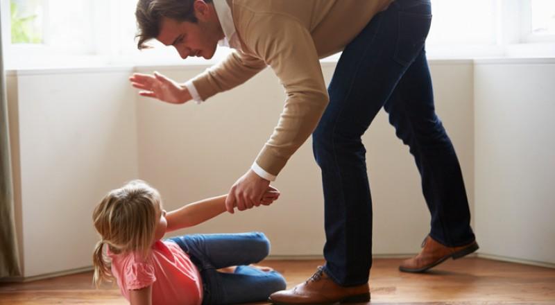 خطورة ضرب الطفل على مؤخّرته من الناحية النفسية والجسدية!