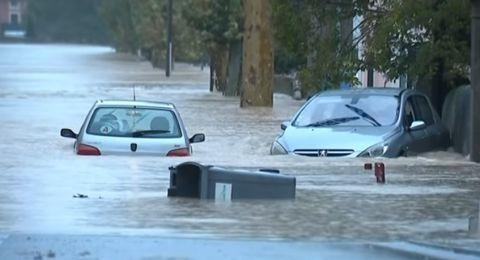 فيضانات قوية تضرب فرنسا مخلّفةً قتلى