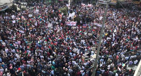 الآلاف يتظاهرون وسط رام الله للمطالبة بتعديل قانون الضمان الاجتماعي