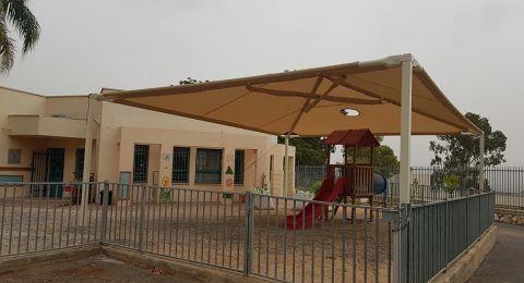 تركيب مظلات في روضات أم الغنم