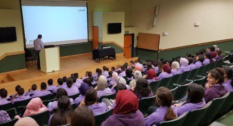 مواقع التواصل الاجتماعي في محاضرة لطلاب