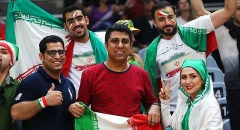 لأوّل مرّة في إيران.. السّماح للنساء بدخول ملاعب كرة القدم!