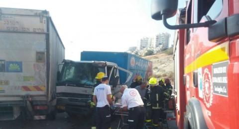 عتليت: اصطدام شاحنتين وانباء عن 5 مصابين