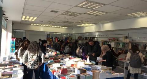 نجاح ضخم لمعرض الكتاب في جامعة تل ابيب, مستمر حتى الاربعاء .