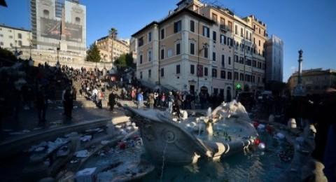 روما يطالب مشجعين هولنديين بتحمل مسؤولية الإضرار بالتراث