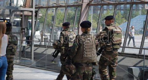 فرنسا ترحل إمام مسجد