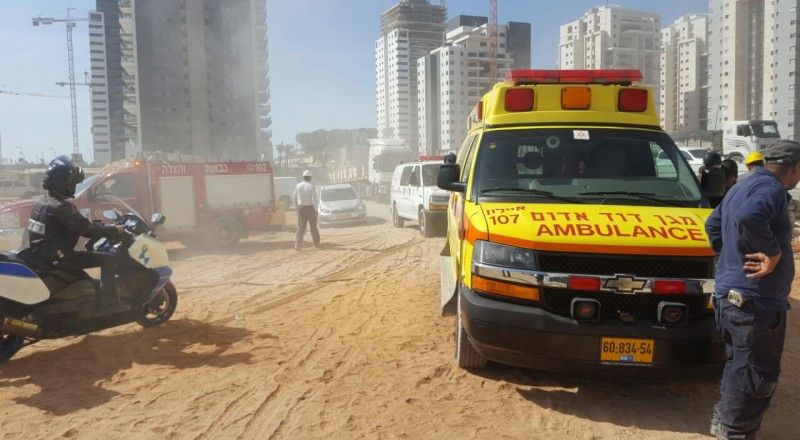 إصابة متوسطة لعامل جراء سقوطه من علو في هود هشارون