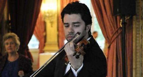 مراد خوري يعزف في الخارجية الفرنسية دعما للأطفال المغاربة المشردين!