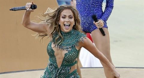 من صمّم فستان جينيفر لوبيز بافتتاح كأس العالم