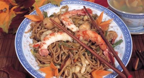 معكرونة ثمار البحر (صيني) ...صحتين وعافية