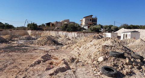 الشبلي أم الغنم: بدء أعمال بناء مدرسة
