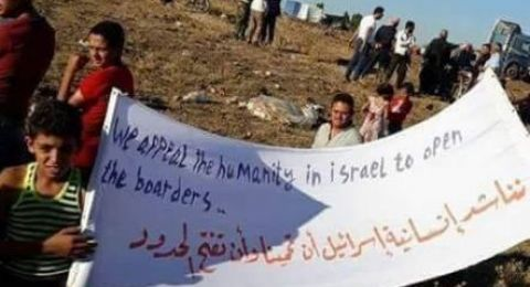 العشرات من السوريين يتجمعون قرب السياج الإسرائيلي في هضبة الجولان