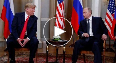 بوتين ممازحا يعطي ترامب