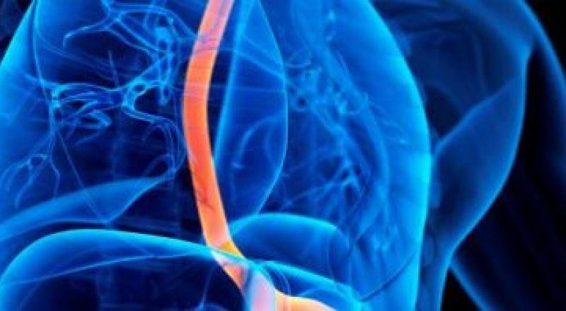أسباب ألم المعدة المفاجئ وعلامات الخطر