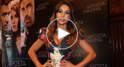 بالفيديو.. مذيعة برازيلية تحرج جاستين تيمبرلايك على الهواء.. فتهديه مؤخرتها!