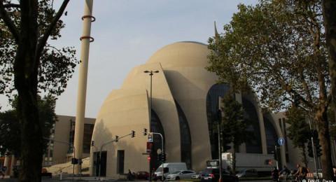 عمدة برلين يزور المسجد