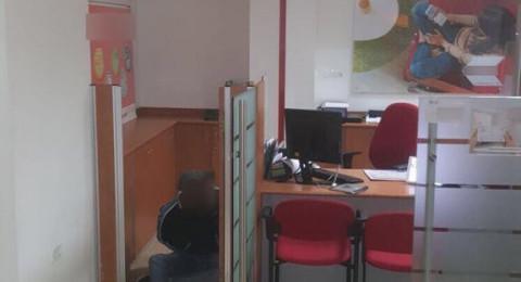القدس: القبض على لص وهو متلبسًا بسرقة بنك