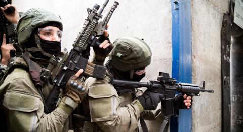 قوة خاصة تعتقل شابًا من الجلزون بسبب منشور على فيسبوك