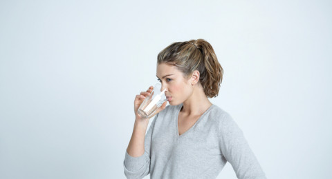 دراسة: شرب الكثير من الماء يقي المرأة التهابات المسالك