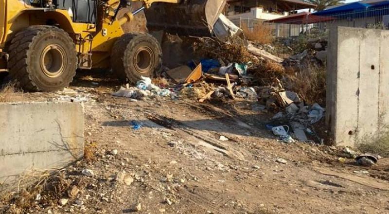 باقة الغربية: انطلاق حملة تنظيف وإزالة النفايات الصلبة من مختلف الاحياء في المدينة!
