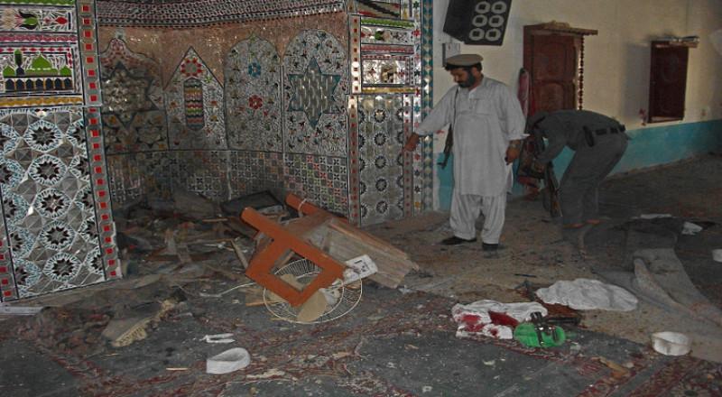 مقتل 30 شخصًا في تفجير إنتحاري بمسجد في أفغانستان