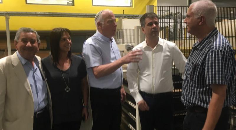 وزير الزراعة ووزير الاقتصاد والصناعة يعقدان جولة مشتركة لتعزيز الصناعة في البلدات البدويّة في النقب