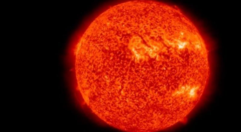 انفجارات شمسية تهدد الأرض: الأقمار الصناعية قد تخرج من مدارها