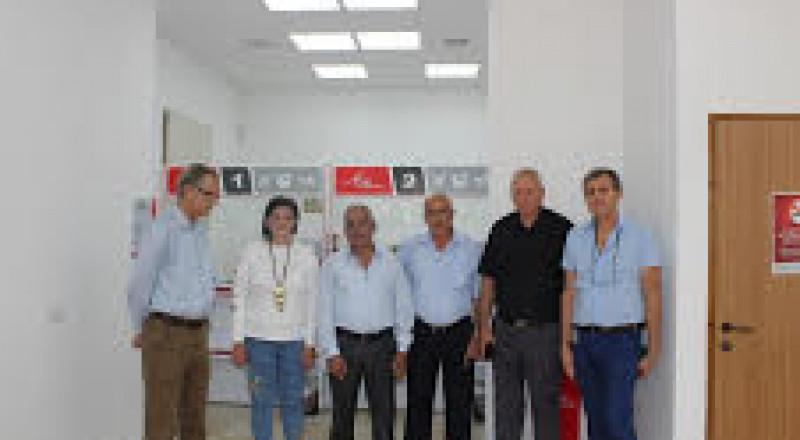رئيس بلدية شفاعمرو يزور فرع البريد في حي الميدان يوم افتتاحه