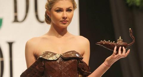 أزياء من الشوكولاتة تتألق في معرض بيروت