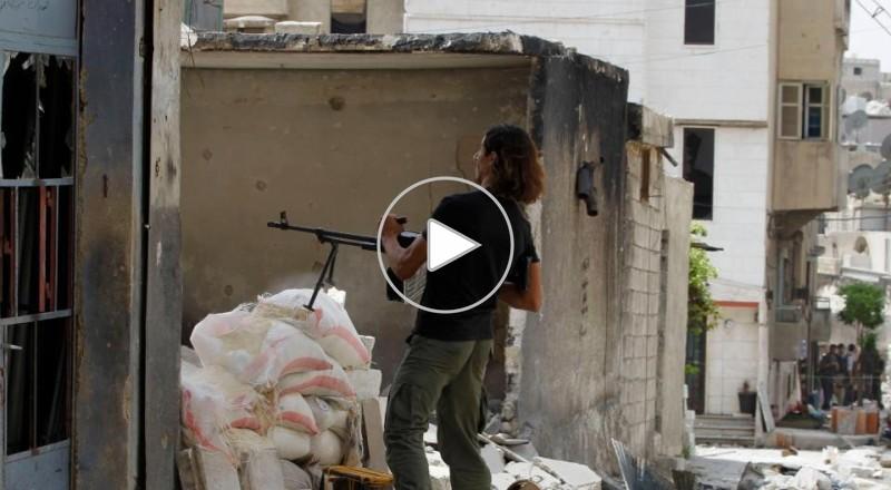 حلب : الجيش السوري يقتل 22 شخصا في قصف بالبراميل المتفجرة
