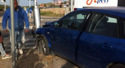 إصابة شابة بحادث طرق قرب مدخل نحف