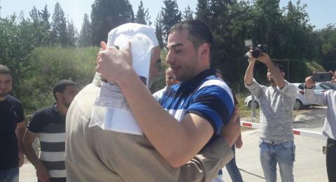 الشاب محمد ابراهيم من كابول يعانق الحرية بعد عام من الاعتقال الاداري