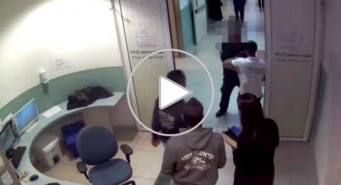 بالفيديو: شبان يعتدون على رجل أمن في مستشفى نهاريا