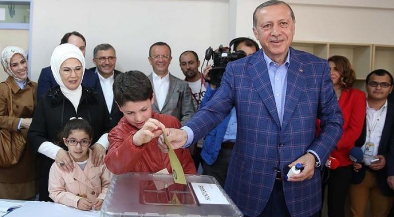 «نعم».. خيار غالبية الناخبين في صندوق تصويت أردوغان