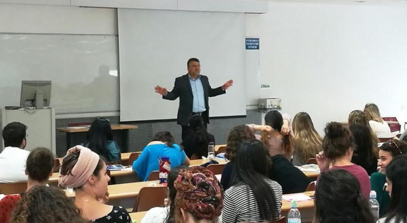 كلية تل-حاي الأكاديمية تستضيف النائب د. يوسف جبارين وطرح قضايا الطلاب العرب