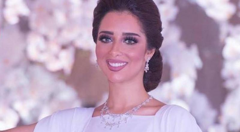 بلقيس فتحي تتألق بفستانها الأبيض بحفل زفاف في السعودية