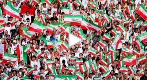 """مشجعو منتخب إيران يطلقون شعار """"لا لغزة لا للبنان"""""""