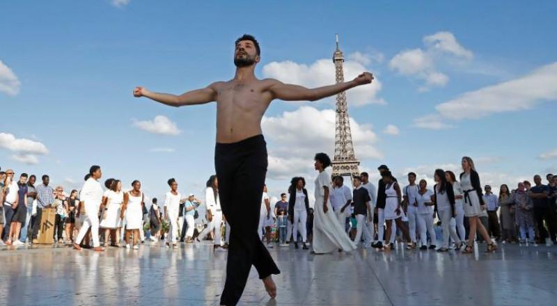 """اللاجئ الفلسطيني """"الراقص على الجراح"""" من مخيم اليرموك في سوريا إلى برج ايفل"""