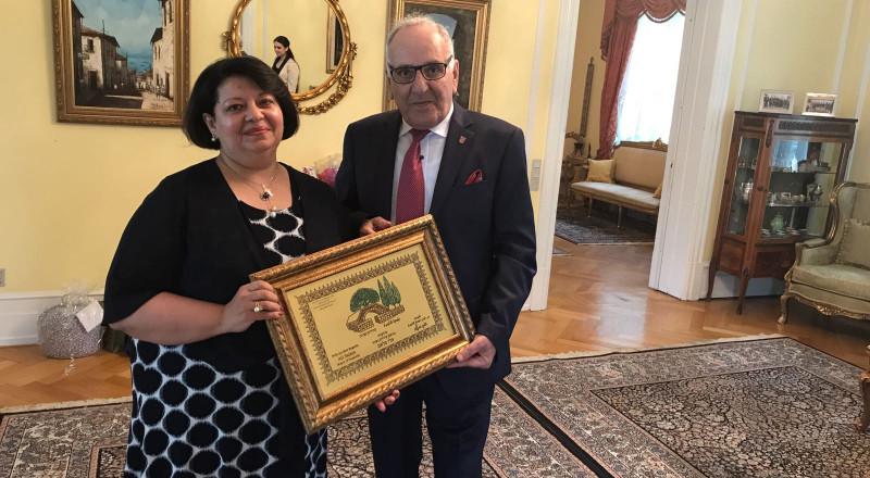 شعار بلدية الناصرة يُسَّلم للسفيرة المصرية والسفير السعودي في الدنمارك