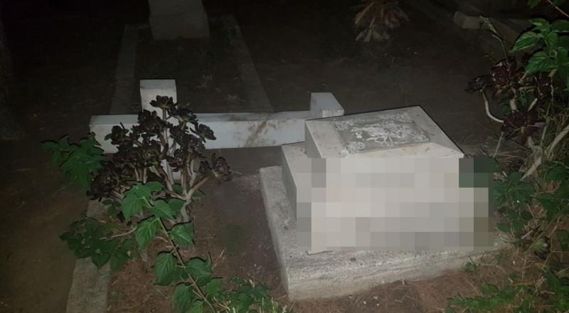 اعتقال 4 شبان يهود بشبهة تخريب مقبرة مسيحية في حيفا