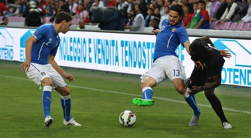يوفنتوس يتعاقد رسمياً مع المدافع الدولي دي تشيليو