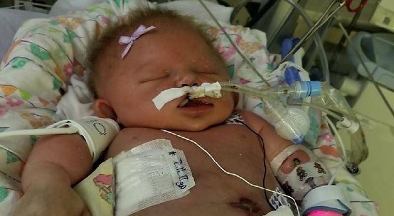 احذروا تقبيل أطفالكم الرضّع .. وفاة طفلة جرّاء
