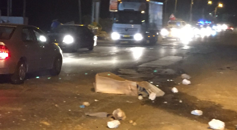 كفر كنا: رشق حجارة اتجاه دورية الشرطة واشعال اطارات مطاطية