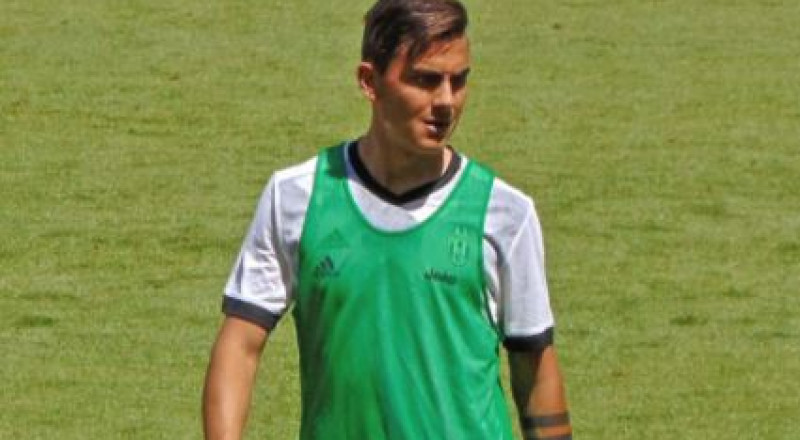 تصاعد حظوظ ديبالا في الانضمام لبرشلونة