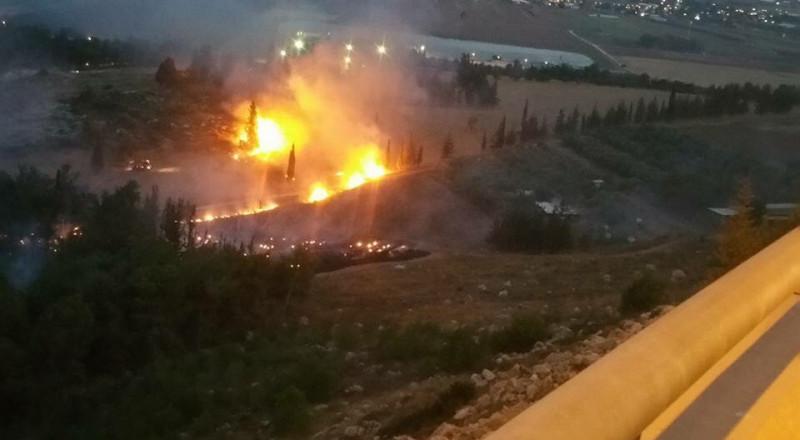 الناصرة: حريق واسع بحرش مفتوح والشرطة تبعد المتجمهرين