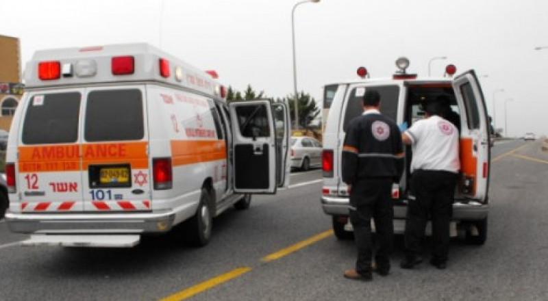 اصابة اب وابنه من ساجور بصورة بالغة بحادث طرق
